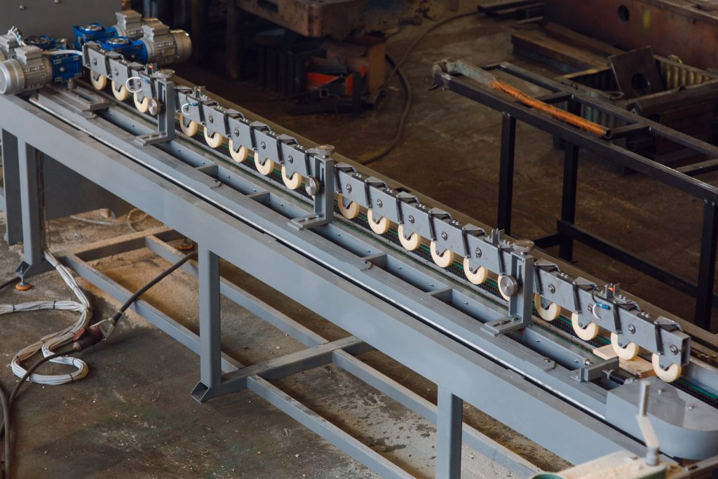 Automatic feed table